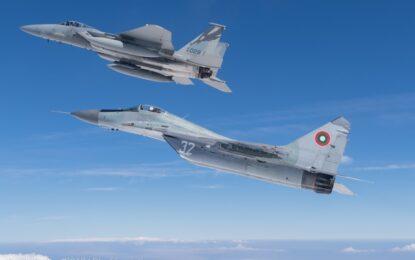 Руските МиГ и американските F-15 тренират да пазят небето ни
