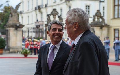 България и Сърбия приемат помощ за мигрантите, Меркел търпи тежка изборна загуба