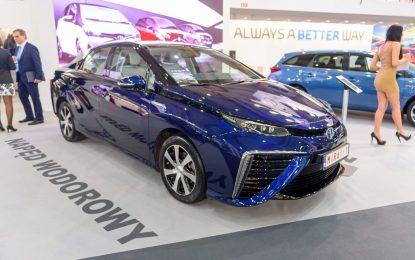 Toyota ще зарежда новите си коли с вода от тоалетната