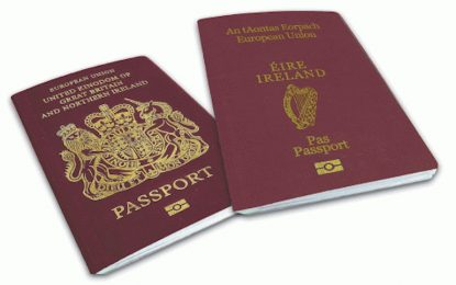 Британски депутати се редят за ирландски паспорти