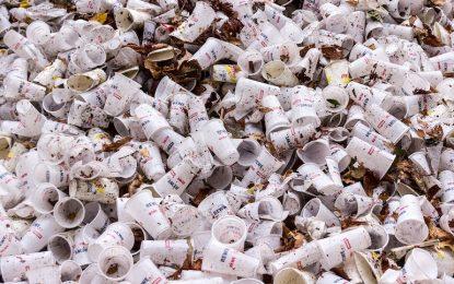 След торбичките Франция забранява и пластмасовите прибори