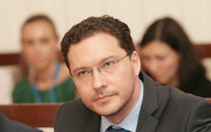 Митов предупреди, че гласуването в чужбина ще е бавно и трудно