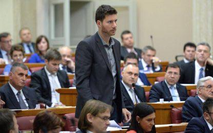 Хърватски депутат стана онлайн звезда с реч срещу ЕС и НАТО