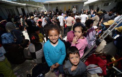 Гърция мести най-уязвимите бежанци от островите