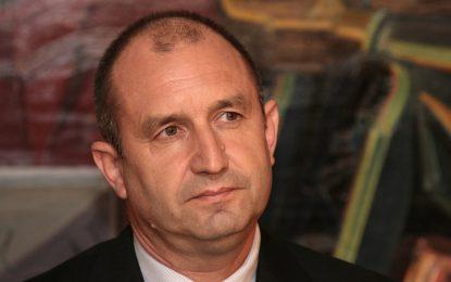 Новоизбраният президент Румен Радев в щаба в Хитрино