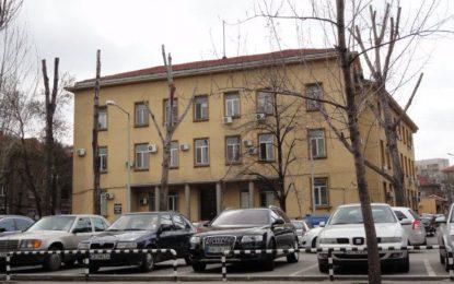 Хасковският съд заседава на паркинг заради мъж в инвалидна количка