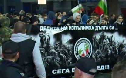 Протести срещу бежанците в София и Бургас начело с Перата