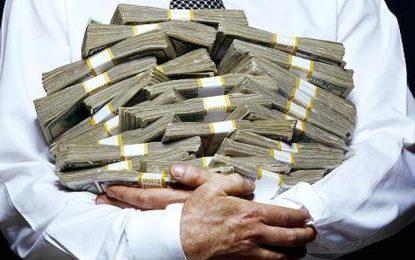 Пропастта в богатството на политици и граждани зейна онлайн в Украйна