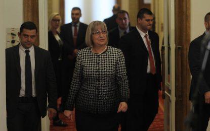 Цецка Цачева ще дари неизработената си заплата до вота