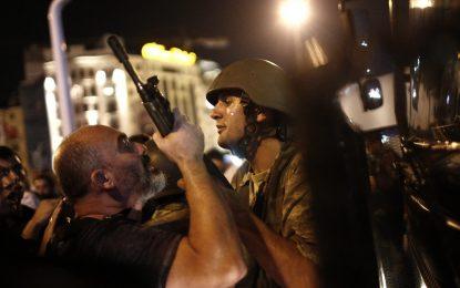 Доживотен затвор грози войници от метежа в Турция