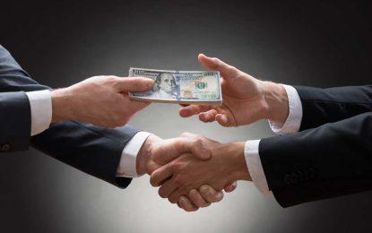 За да победи популизма ЕС трябва да се бори с корупцията