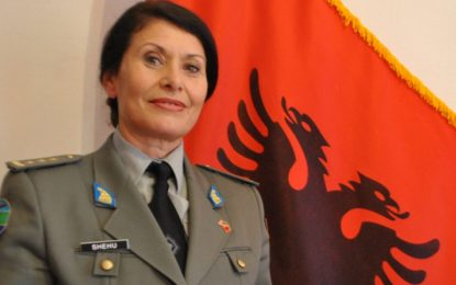 Албанската военна министърка назначи жена генерал