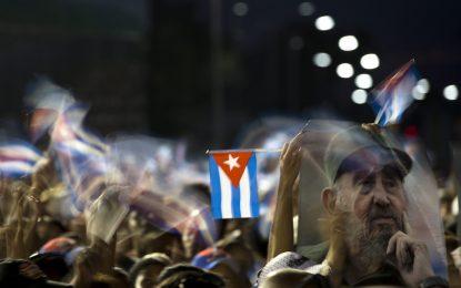 Хиляди кубинци изпратиха Фидел Кастро в Сантяго
