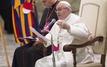 """Папа Франциск призова да не консумираме """"кафяви"""" новини"""