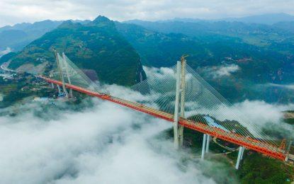 В Китай пуснаха най-високия мост в света