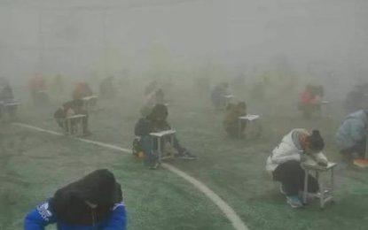 Шеф на училище уволнен в Китай – изпитвал ученици насред смог