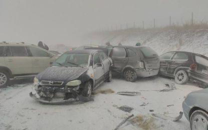 Катастрофа и аварирали камиони блокираха стотици по пътищата в Бургаско