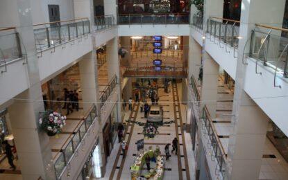Охранител в мол наръгал младеж заради опит за кражба
