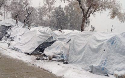 Гърция праща кораб – да зимуват мигранти