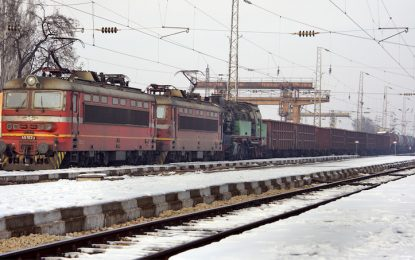 Бесни пътници спрели влака София-Мездра на гара Илиянци