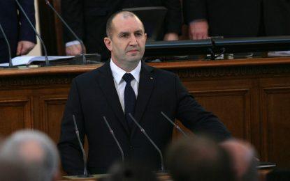 Депутати се вбесиха от неуважението на Радев