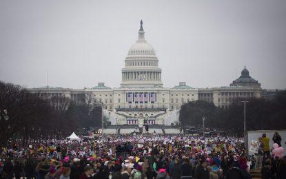 Розовият поход срещу Тръмп тръгна във Вашингтон