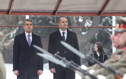 Плевнелиев предупреди Радев да очаква тежък мандат