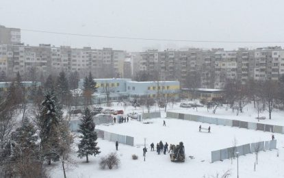 """Ни зима, ни закон спират строителите в """"Младост"""""""